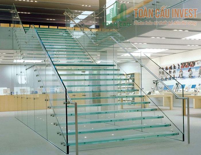 Cầu thang kính thiết kế nội thất công trình hiện đại