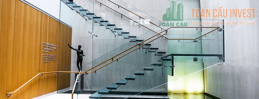 Cầu thang kính được sử nơi công sở
