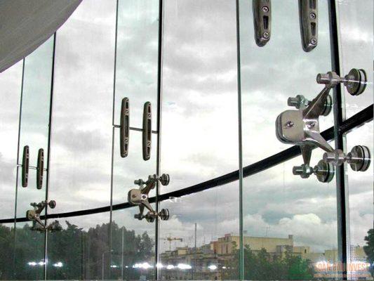 Thi công Vách mặt dựng hệ Spider Toàn Cầu